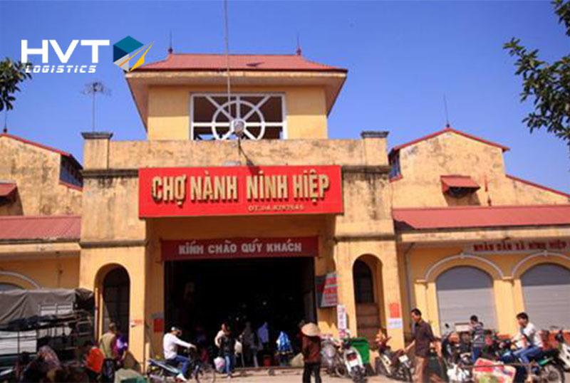 Chợ Ninh Hiệp nằm cách trung tâm TP Hà Nội chỉ 25km